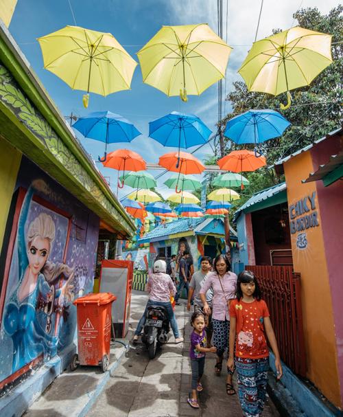 Làng cầu vồng được cứu sống từ khu ổ chuột ở Indonesia - 12