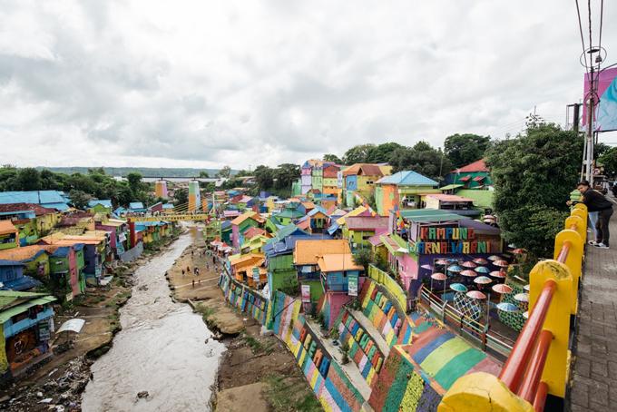 Làng cầu vồng được cứu sống từ khu ổ chuột ở Indonesia - 2