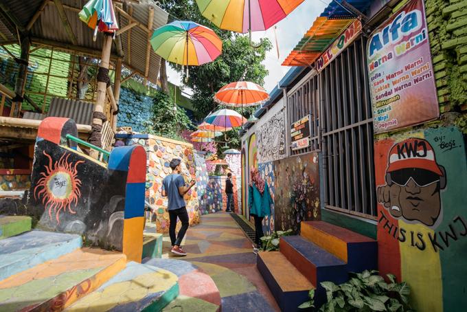 Làng cầu vồng được cứu sống từ khu ổ chuột ở Indonesia - 6