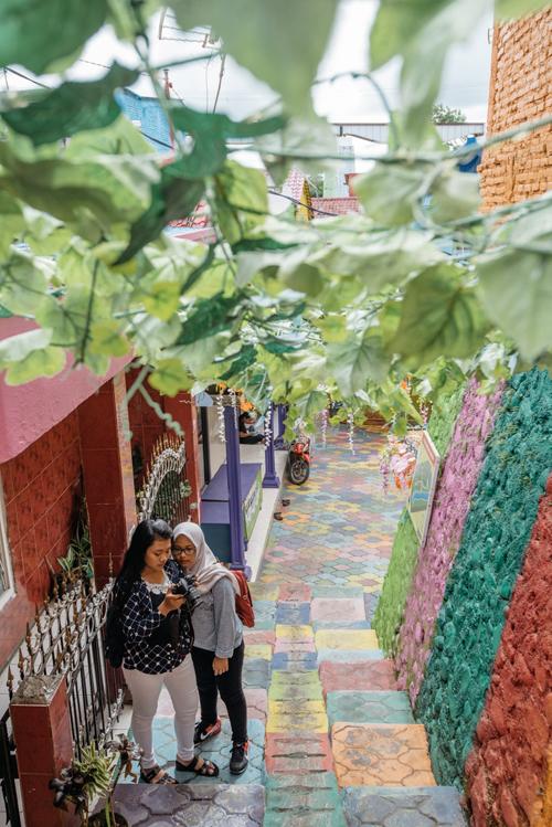 Làng cầu vồng được cứu sống từ khu ổ chuột ở Indonesia - 5