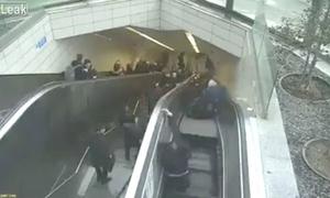 Người bị thang cuốn 'nuốt chửng' ở ga tàu điện ngầm