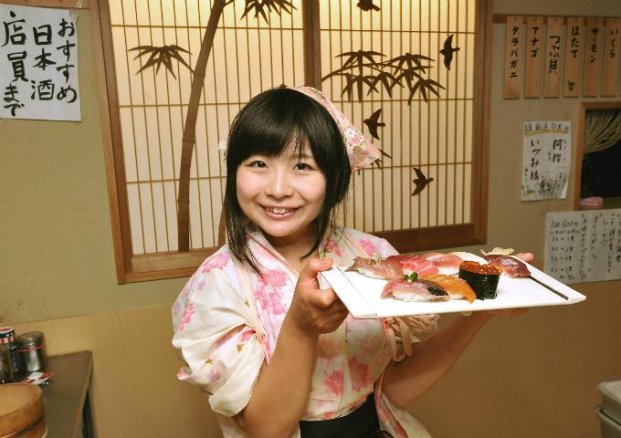 Yuki Chiyui - bếp trường và chủ nhân của nhà hàng Nadeshiko Sushi.