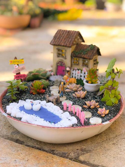 Khi cuộc sống đã bớt vất vả hơn, bà Yêu bắt đầu dành thời gian cho thú vui làm vườn.