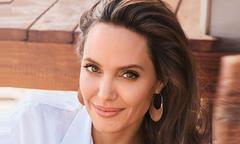 Angelina Jolie bí mật hẹn hò doanh nhân bất động sản