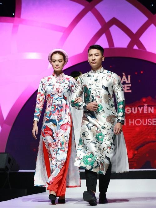 NTK Thuỷ Nguyễn - Thuy Design House: BST Sen  Thuy Design House là cái tên quen thuộc khi nhắc đến thương hiệu thiết kế áo dài Việt. Đơn vị này không ngừng sáng tạo, liên tục mang đến các trang phục kết hợp giữa giá trị xưa và nay. BST Sen vừa tôn vinh các giá trị văn hoá dân tộc, vừa là một trong những cầu nối giữa tinh thần hiện đại và truyền thống.