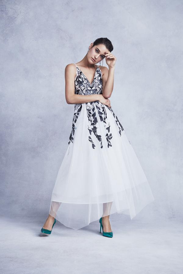 Chiếc đầm này còn giúp che khuyết điểm khi các nàng có vòng eo không hoàn hảo.