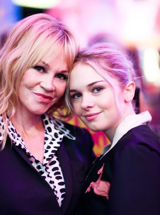 Stella là con gái duy nhất của Antonio với vợ cũ, nữ diễn viên Melanie Griffith. Bố mẹ đều là những ngôi sao nổi tiếng, Stella có bệ đỡ rất lớn để trở thành diễn viên ở Hollywood nhưng cô chưa hề hứng thú với công việc này. Người đẹp chỉ tham gia một bộ phim duy nhất đóng cùng mẹ khi còn rất nhỏ.