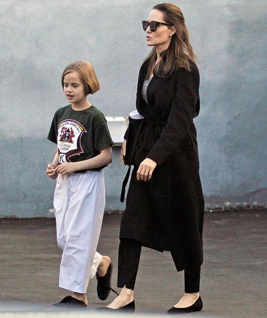 Từ khi chia tay Brad Pitt vào tháng 9/2016, Jolie tạm rời xa phim trường. Cô dành nhiều thời gian ở nhà với các con hơn trước để giúp bọn trẻ ổn định tâm lý. Công việc của Jolie hai năm qua chủ yếu là hoạt động nhân đạo giúp đỡ những người dân tị nạn và quảng bá phim First They Killed My Father sản xuất đầu năm 2016.