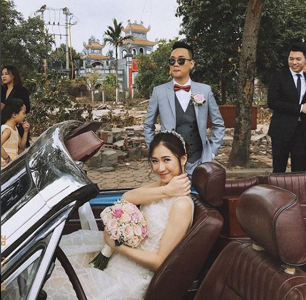 Trong khi Justa Tee tập trung vào việc phát triển sự nghiệp âm nhạc và kinh doanh thì Trâm Anh lại đứng phía sau, làm hậu phương vững chắc cho bạn trai.