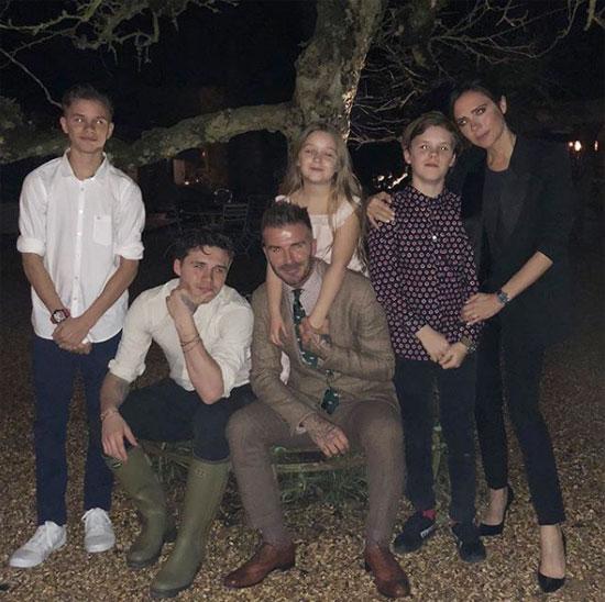 5 năm sau ngày giã từ sân cỏ, Becks có một gia đình hạnh phúc bên người vợ giỏi giang và 4 đứa con đáng yêu cùng