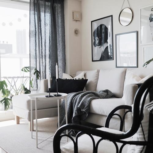 Chủ nhân của căn hộ tông đen - trắng phong cách Bắc Âu là Vinh Hiển, chàng kiến trúc sư 28 tuổi, sinh ra ở Hà Nội, hiện sống và làm việc tại Tokyo (Nhật Bản).