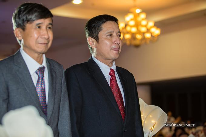 Khi xuất hiện trên lễ đường cùng ông thông gia để chuẩn bị tiến hành các nghi thức cưới truyền thống cho con trai, Chí Trung khá hồi hộp.