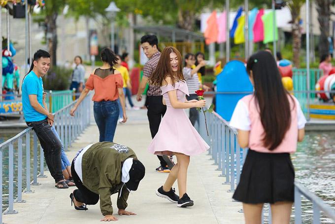 Hoài Lâm chân sưng tấy vì đi giày cao gót khi giả gái - 4