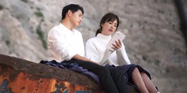 Vợ chồng Song Hye Kyo trong phim Hậu duệ mặt trời.