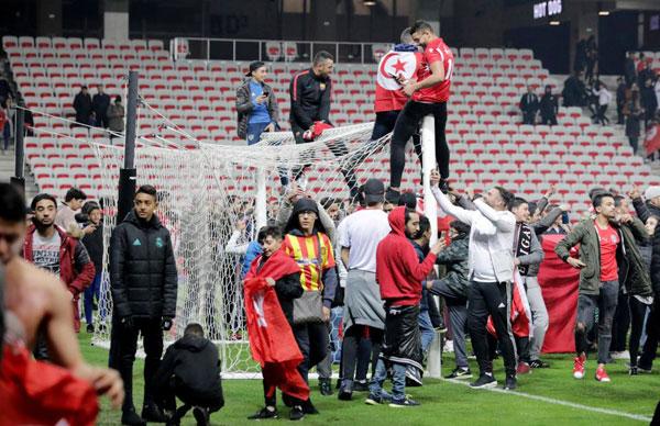 Sau khi trọng tài thổi còi kết thúc trận giao hữu giữa Tunisia và Costa Rica, sân Allianz Riviera
