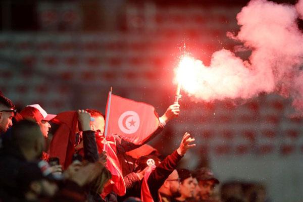 Đội tuyển thắng giao hữu, fan Tunisia ăn mừng như vô địch World Cup - 4
