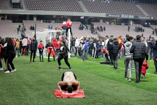 Đội tuyển thắng giao hữu, fan Tunisia ăn mừng như vô địch World Cup - 7