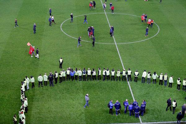 Đội tuyển thắng giao hữu, fan Tunisia ăn mừng như vô địch World Cup - 8
