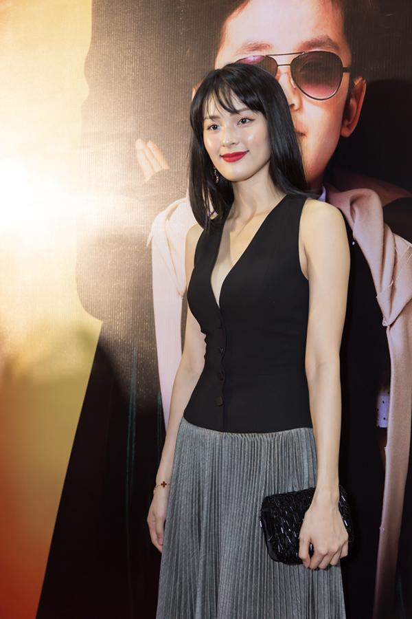 Hạ Vi gợi cảm, Trương Ngọc Ánh cá tính đi dự ra mắt phim - 1