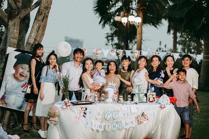 Buổi tiệc chỉ có những khách mời thân thiết nhất với gia đình Khánh Hiền - James Ngô.