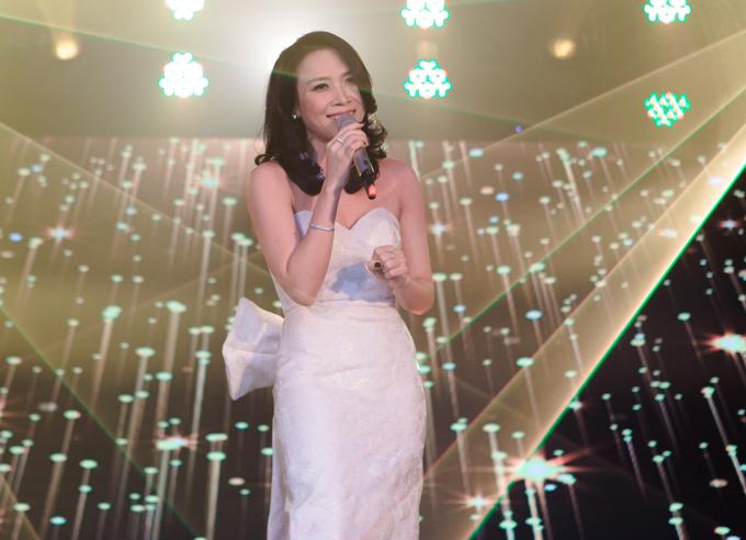 Nữ ca sĩ thể hiện một số ca khúc trong album Tâm 9, được đông đảo khán giả tán thưởng.
