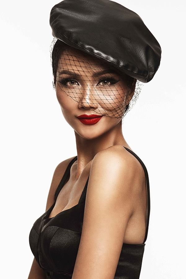 Hoa hậu HHen Niê bốc lửa - 9