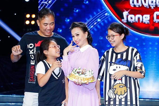 Cẩm Ly là một trong những nữ ca sĩ có gia đình hạnh phúc, sự nghiệp thành công... Hai con của chị cũng có thiên hướng nghệ thuật giống ba mẹ.