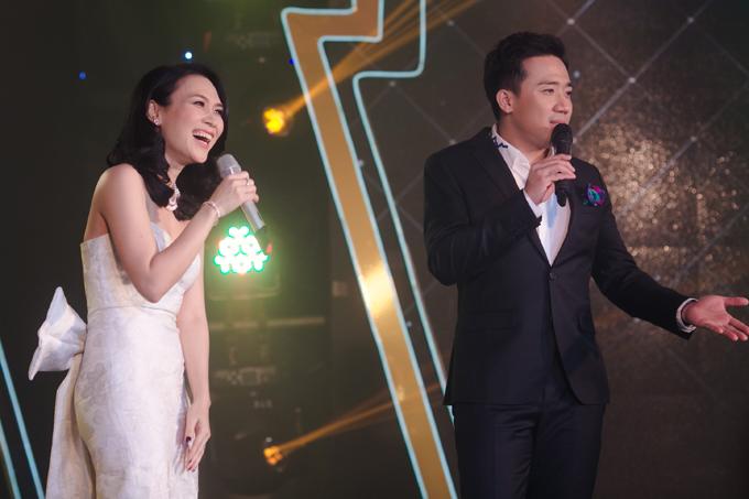 Phần giao lưu của Mỹ Tâm và Trấn Thành trên sân khấu mang lại những tràng cười sảng khoái cho khán giả.