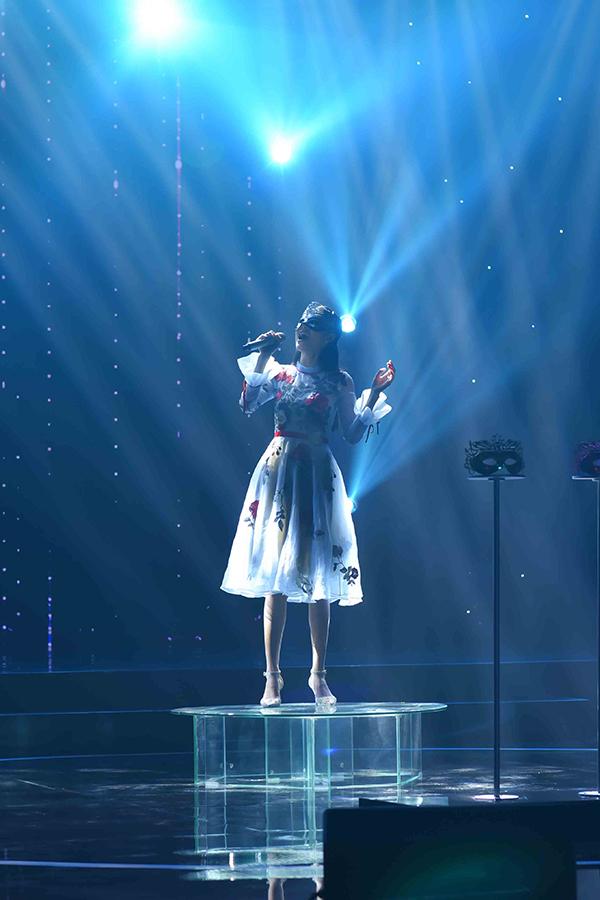 Nam Anh xuất hiện trong tập 3 Ai sẽ thành sao phát sóng lúc 21h chủ nhật 1/4 trên Đài truyền hình Vĩnh Long. Cô đeo mặt nạ theo yêu cầu của chương trình và hát Bảy ngày đợi mong.