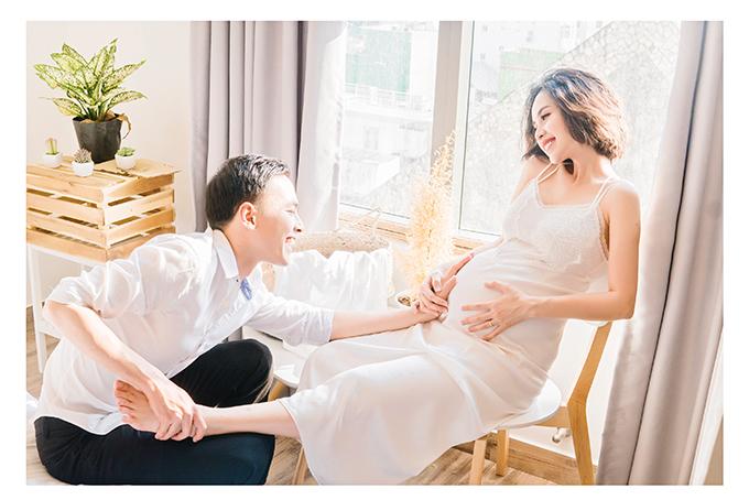 Bộ ảnh ghi lại những sinh hoạt đời thường của hai vợ chồng. Nhiếp ảnh bắt được các khoảnh khắc rất đáng yêu của cặp đôi.