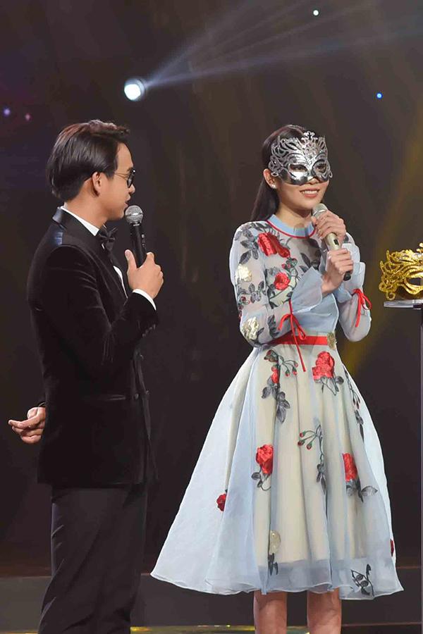 Trong phần giao lưu với MC Quang Bảo sau tiết mục, Nam Anh cho biết, việc diễn xuất dễ thương là chủ đích của cô.