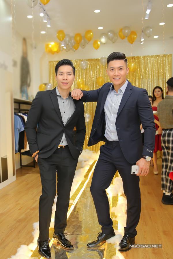 Không chỉ góp mặt với vai trò là khách VIP trong chương trình, hai nghệ sĩ còn được mời làm gương mặt quảng bá cho dòng sản phẩm mới của thương hiệu thời trang cao cấp Thái Lan.