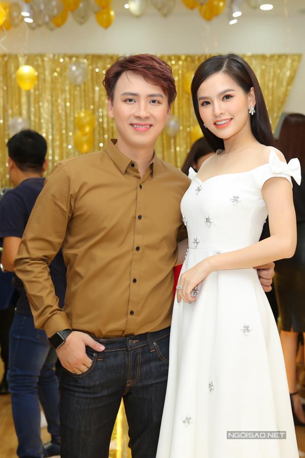 Nhà thiết kế Văn Thành Công và diễn viên Phi Huyền Trang.