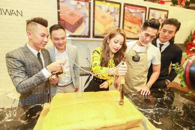 Thương hiệu bánh ngọt Le Castella Việt Nam vừa giới thiệu đến khách hàng 4 mùi hương hoàn toàn mới, gồm: chà bông trứng muối phô mai, mè đen phô mai, trà xanh nho, hương vị sầu riêng.