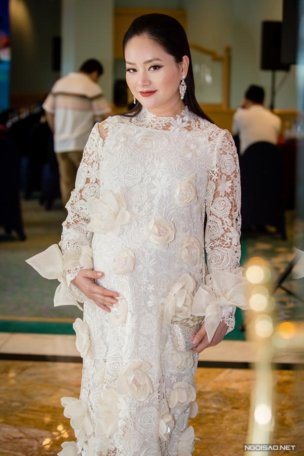 Sáng ngày 29/3, Lan Phương bế bụng bầu đến dự buổi họp báo ra mắt phần hai của phim truyền hình Cả một đời ân oán tại Hà Nội. Nữ diễn viên