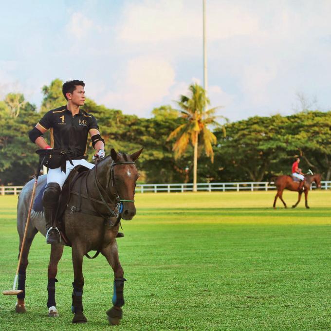 Hoàng tử 9X Brunei du lịch xa hoa - 10