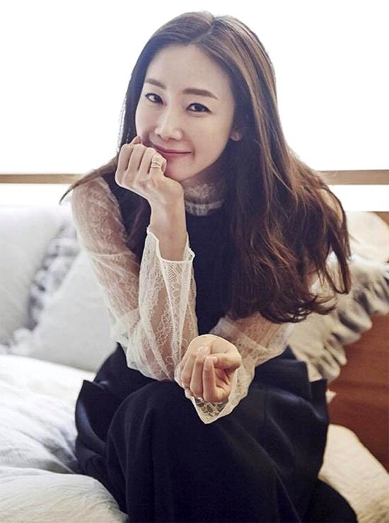 Diễn viên Choi Ji Woo theo chồng bỏ cuộc chơi.