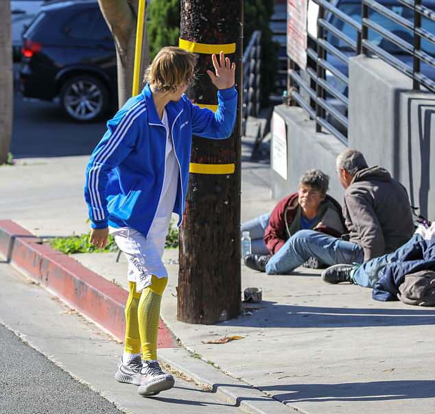Justin Bieber vội vã chào họ rồi chạy tập thể dục tiếp.