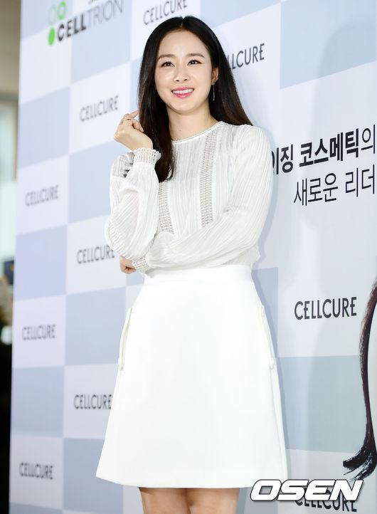 Kim Tae Hee đã dần trở lại với công việc của làng giải trísau 5 tháng ở nhà chăm con. Tuần trước, cô vừatham gia ghi hình quảng cáo.