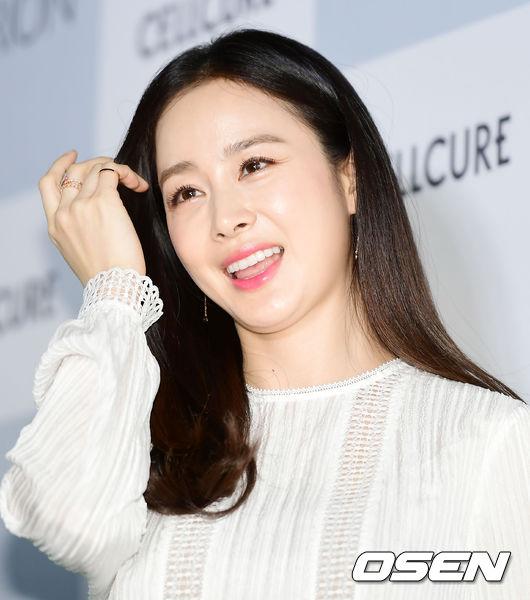 Kim Tae Hee mặt tròn trịa hơn sau 5 tháng sinh con - 4