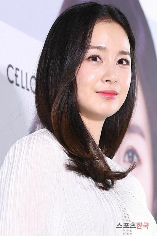 Mặt Kim Tae Hee tròn hơn xưa.