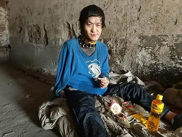 Wang Zhiqiang đã bị nhốt trong nhà đá 12 năm. Ảnh: AsiaWire