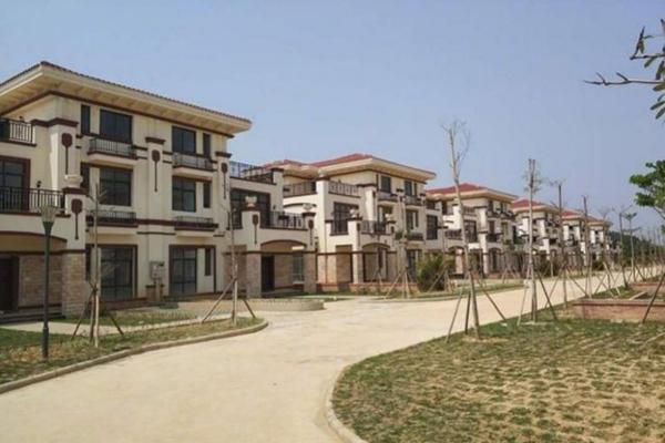Khu biệt thự sang trọng mà ông Chen xây dựng ở Guanhu, Quảng Đông. Ảnh: Weibo