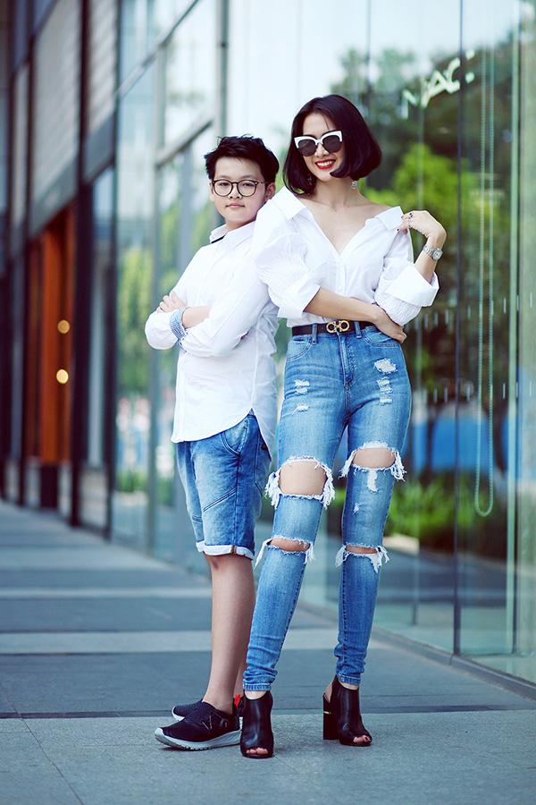 Tiểu Long tên thật là Trần Minh Khoa, con trai của Anh Thư với chồng cũ - cựu người mẫu Trần Thanh Long. Cậu bé thừa hưởng nét đẹp và chiều cao của cả bố lẫn mẹ. Đang học lớp 5 nhưng Tiểu Long cao gần bằng mẹ.