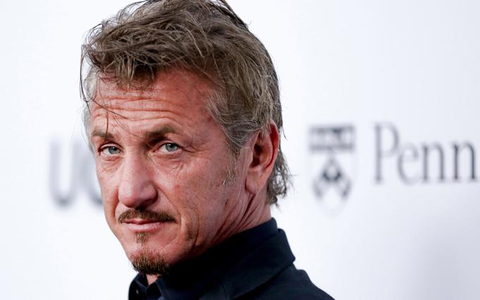 Sean Penn năm nay 57 tuổi, ngoại hình đã khác xa thời trẻ lẫy lừng. Nam diễn viên cũng được đánh giá là già nhanh hơn so với nhiều đồng nghiệp U60, tuy nhiên tài năng diễn xuất và vẻ nhanh nhẹn của Sean trong các phim hành động vẫn không hề sụt giảm.