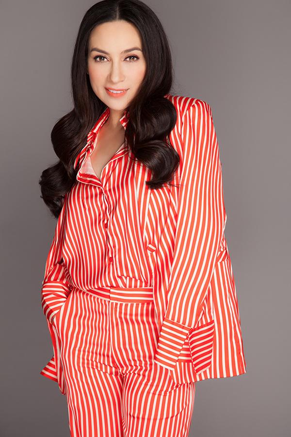 Bộ ảnh được thực hiện với sự hỗ trợ của nhiếp ảnh Tom Nguyễn, stylist Tân Đà Lạt, trang điểm Dũng Phan, làm tóc Trâm Anh, trang phục Lưu Ngọc Kim Khanh.