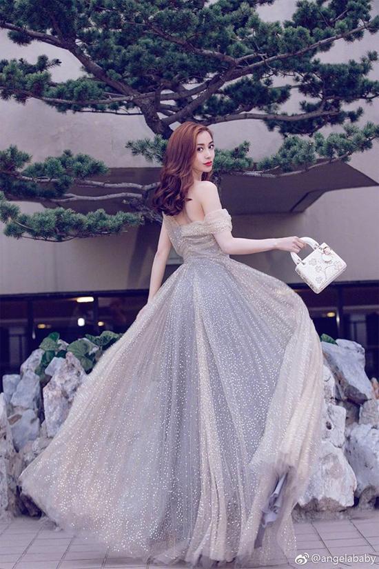 Bộ váy bồng bềnh giúp Angelababy xinh đẹp như nàng công chúa.