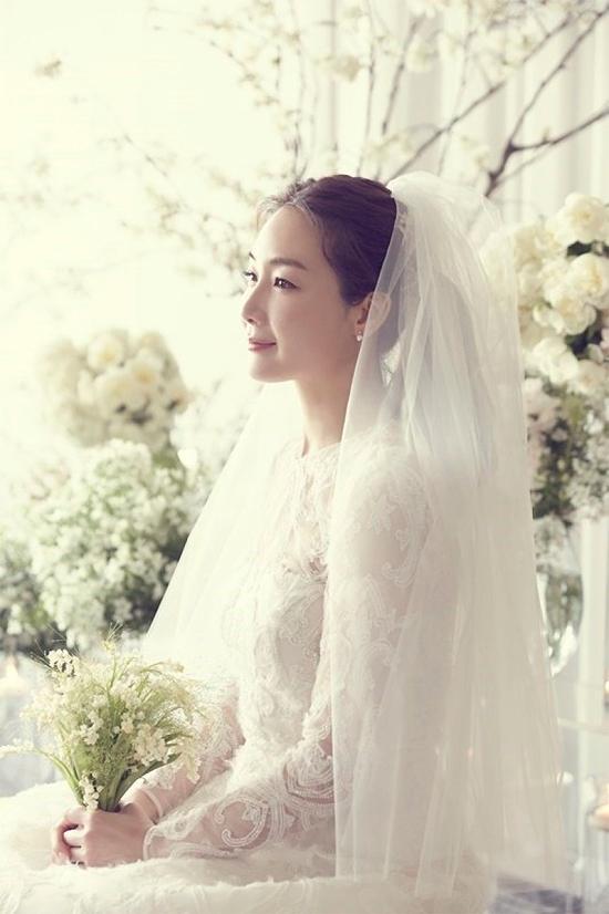 Cô dâu Choi Ji Woo trong ngày cưới.