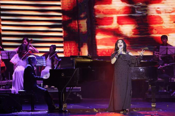 Người đàn bà hát Thanh Lam chưa lúc nào vơi đi sự hừng hực và cháy bỏng trong giọng hát. Diva nhạc Việt từng bị nhạc sĩ Phú Quang tỏ thái độ không hài lòngvì sự phá cách và không điểm soát được độ điên mỗi lần lên sân khấu. Tuy nhiên, ông luôn khen ngợi Thanh Lam là giọng ca số 1 của Việt Nam.