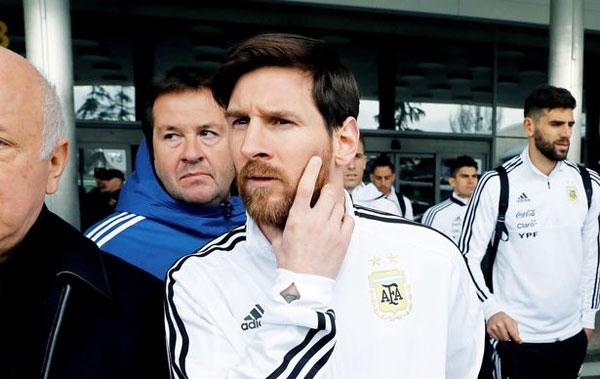 Không ra sân nhưng Messi vẫn cho thấy tầm ảnh hưởng lớn tới toàn đội